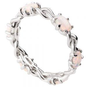 טבעת איטרניטי משובצת אופלים בסגנון צמה עשויה פלטינה #Braidedopal